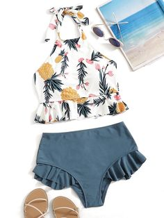 To find out about the Random Leaf Print Ruffle Hem Halter Bikini Set at SHEIN, part of our latest Bikini Sets ready to shop online today! Bathing Suits For Teens, Summer Bathing Suits, Swimsuits For Teens, Cute Bathing Suits, Cute Swimsuits, Women Swimsuits, Summer Suits, Halter Bikini, Bikini Swimwear