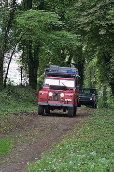 Land Rover 109 Serie II A SWB in Action adventure and Explorer experience prepared for camping.
