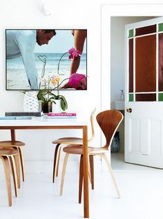my scandinavian home: Sunny Cape Town home in white with flashes of hot pink