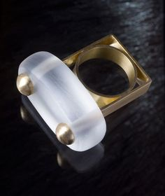 I love working with plexiglass to make my jewelry and found the image of this gorgeous ring of plexiglass and gold. This amazing piece was made by Siegfried De Buck Ring. Ring: Twin Peaks, 2009. Gold, Plexiglass.