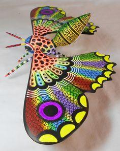 raul blas Plum Art, South American Art, Paper Mache Clay, Wood Animal, Colorful Animals, Mexican Folk Art, Paper Quilling, Beautiful Butterflies, Wood Sculpture