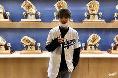 yoongi at the dodgers game 2019 suga Bts Suga, Bts Bangtan Boy, Bts Boys, Jhope, Namjoon, Daegu, Mixtape, Park Ji Min, Steve Aoki
