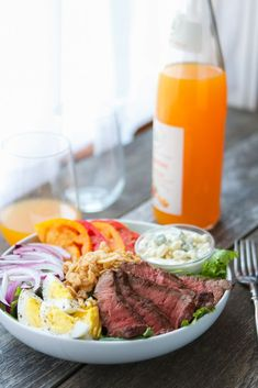 Try this copy cat steakhouse salad today for a dinner packed with #protein! #healthydinner #laurenslatest