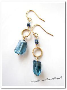 ♥商品説明♥ロンドンブルートパーズのタンブルカットを使用!発色、透明感ともに素晴らしいトップクオリティのお品になります。深みのあるブルー色… Homemade Jewelry, Diy Jewelry, Beaded Jewelry, Jewelry Accessories, Jewelry Design, Fashion Jewelry, Jewellery, Gemstone Earrings, Beaded Earrings