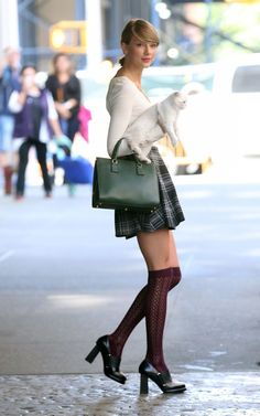 taylor-swift-in-stockings-out-and-about-in-new-york_27.jpg (1200×1920)