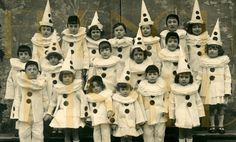 19 French children dressed as mime characters Pierrot (Boy) and Columbine (Girl) The boys are wearing black skull caps and the gir. Cirque Vintage, Vintage Clown, Vintage Halloween, Vintage Stuff, Halloween Fun, Pierrot Costume, Pierrot Clown, Vintage Pictures, Vintage Images