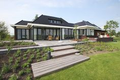 Semi-bungalow in moderne stijl - Architektenburo Bikker BV Bungalows, Own Home, Beautiful Homes, Sweet Home, Deck, Cottage, Mansions, House Styles, Google Sites