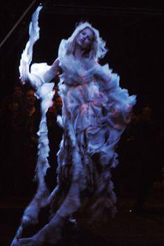 Kate Moss hologram @ Alexander McQueen