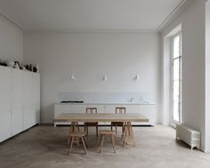 Apartment in Bryanston Square is a dwelling with a natural and simple beauty, located in Marylebone, designed by DRDH Architects. The completed project is for a piano nobile apartment within a Georgian house in Bryanston Square for the couturier Anna Valentine.