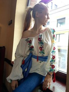 Ie - Romanian blouse Romanian Girls, Popular Costumes, Cool Outfits, Fashion Outfits, Folk Fashion, Embroidered Clothes, Russian Fashion, Folk Costume, Gypsy Style