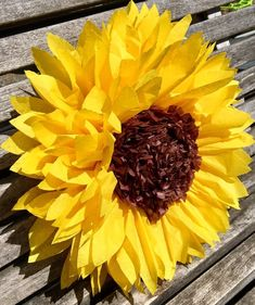 Best 12 Five large tissue paper sunflowers for photo backdrops, rustic wedding decor, baby or bridal showers – SkillOfKing. Sunflower Party, Sunflower Baby Showers, Yellow Sunflower, Paper Sunflowers, Tissue Paper Flowers, Paper Flower Backdrop, Bridal Shower Decorations, Wedding Decorations, Decor Wedding