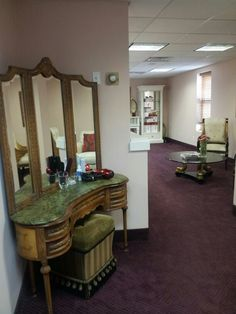 Mona's . . a skin care center in Englewood Cliff,  New Jersey making people feel at home...