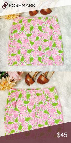 """Lilly Pulitzer Paisley Tigers Crowns Skirt S49-Super cure pattern is green paisley and pink tigers or striped cats with beautiful crowns. Zipper and hook closet on back, back buttoned pocket. Shell is 100% cotton, lining is 65% polyester and 35% cotton. Flat across @ Waist: 15.5"""", lenght: 18"""". NWOT Lilly Pulitzer Skirts Mini"""