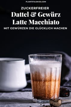 Latte macchiato recipe with dates and spices - Kaffee & Tee . Rezepte für Latte, Cappucino & Co - Coffee Smoothie Bowl, Smoothie Recipes, Smoothies, Date Recipes, Spiced Coffee, Strawberry Smoothie, Coffee Recipes, Winter Food, Healthy Drinks