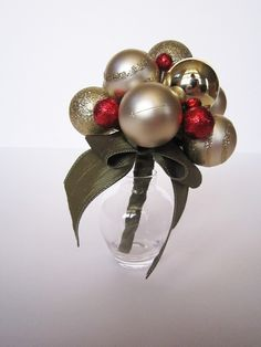 If I have a Christmas wedding, I totally want an ornament bouquet (made of shatter-proof ornaments, of course) Country Christmas, Christmas Themes, Christmas Holidays, Christmas Wedding Bouquets, Winter Wedding Inspiration, Wedding Ideas, Hand Bouquet, Bridal Flowers, Wedding Wishes