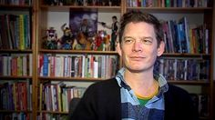 Ranskassa on torstaina alkanut Euroopan suurin sarjakuvafestivaali. Tänä vuonna Angoulemen perinteinen tapahtuma muistaa erityisesti pariisilaisen satiirilehti Charlie Hebdon uhreja. Tapahtumaan osallistuu myös Oulussa asuva tanskalainen sarjakuvataiteilija Søren Mosdal.