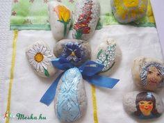 Ritánti, Extra Kavicsmesék: Virágcsokor (tothrita7) - Meska.hu Story Stones, My Rock, Stone Painting, Rock Painting, Painted Rocks, Hanukkah, Wreaths, Diy, Decor