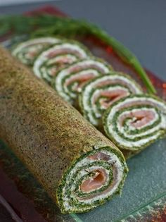 spinach roll with salmon Good Food, Yummy Food, Polish Recipes, Christmas Cooking, Seafood Dishes, Aesthetic Food, Health Desserts, Appetizer Recipes, Food Porn