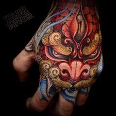 Tatuaje en mano Japones