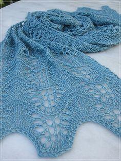 Diesen kleinen Schal habe ich für eine Sonderfärbung der zauberwiese und als Geschenk entworfen.