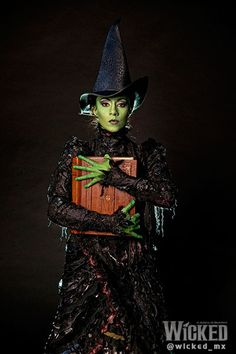 Te dejamos en exclusiva primer imagen de Ana Cecilia Anzaldúa como Elphaba en #WickedMx. Estreno 17 de octubre