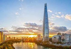 Lotte World Tower: 5º rascacielos más alto del mundo. Fotos y curiosidades del rascacielos Lotte World Tower, diseñado por KPF. Es el quinto edificio más alto del mundo y está ubicado en Seúl (Corea del Sur). Tiene 123 plantas y alcanza una altura de 555 metros. Es de uso mixto, con locales comerciales en los 10 primeros pisos, oficinas, apartamentos (officetel), hotel de siete estrellas, y mirador con cafetería en el último tramo.  #Arquitectura