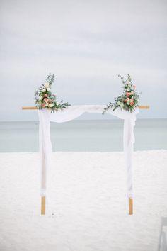 We are so in love with this destination wedding backdrop! | Photo: Amanda Watson Photography | #bridesofok #ceremony #scene #backdrop