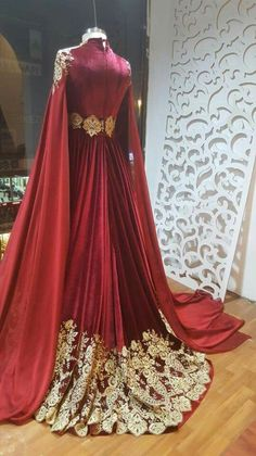 Tesettür Giyim ( Eastern robe but in diffe. Indian Dresses, Indian Outfits, Pretty Dresses, Beautiful Dresses, Bridal Dresses, Prom Dresses, Fantasy Gowns, Medieval Dress, Indian Designer Wear