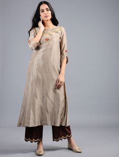 Taupe Embroidered Silk Chanderi Kurta with Zari Work Buy Taupe Embroidered Silk Chanderi Kurta with Silk Kurti Designs, Kurta Designs Women, Kurti Designs Party Wear, Simple Pakistani Dresses, Pakistani Dress Design, Simple Dresses, Pakistani Outfits, Indian Dresses, Kurti Embroidery Design