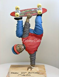 Structure Skateboard Cake Structure Skateboarder Cake that I made for my son's Crazy Cakes, Fancy Cakes, Cute Cakes, Gravity Defying Cake, Gravity Cake, Unique Cakes, Creative Cakes, Gorgeous Cakes, Amazing Cakes