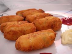 Croquetas de bacalao Nut Recipes, Fish Recipes, Appetizer Dips, Appetizers For Party, Seafood Dishes, Fish And Seafood, Bien Tasty, Latin Food, Spanish Food