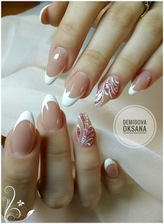 Here is a tutorial for an interesting Christmas nail art Silver glitter on a white background – a very elegant idea to welcome Christmas with style Decoration in a light garland for your Christmas nails Materials and tools needed: base… Continue Reading → Pretty Nail Art, Beautiful Nail Art, Diy Nails, Cute Nails, Nail Nail, Bride Nails, Wedding Nails, French Tip Nails, Toe Nail Designs