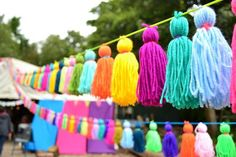 Pin by Patente Deern on guerilla knitting / yarn bombing Deco Baby Shower, Craft Projects, Projects To Try, Pom Pom Crafts, Yarn Bombing, Craft Party, Party Time, Tassels, Diy And Crafts