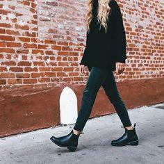 Possono essere degli alleati o diventare dei boomerang di stile. Ecco un post su ankle boots e tronchetti: come indossarli nel modo giusto! #styletips #styleconsultant #consulentedimmagine Diva Fashion, Look Fashion, Womens Fashion, Black Romper Outfit, Fall Outfits, Casual Outfits, Clubbing Outfits, Clubbing Clothes, Leather Heeled Boots