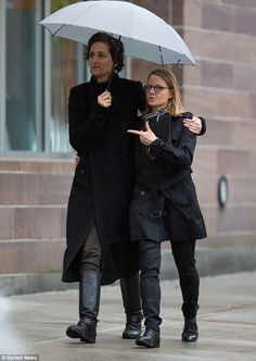 Jodie Foster and Alexandra Hedison share brolly on romantic rainy walk Jodie Foster, Alexandra Hedison, Androgynous People, Gay Aesthetic, British Academy Film Awards, Female Character Inspiration, Faith In Humanity Restored, Other Woman, Female Characters