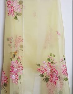 Fabric Paint Shirt, Fabric Painting On Clothes, Painted Clothes, Fabric Art, Saree Painting, Silk Painting, Block Painting, Painting Flowers, Hand Painted Sarees