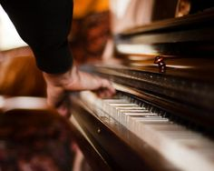 A hand at the piano