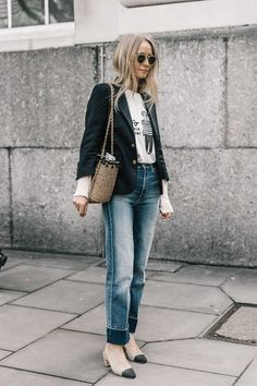 Blazers : Street style look com blazer e calça jeans. Blazer Jeans, Dress Up Jeans, Look Blazer, Cuffed Jeans, Daily Fashion, Fashion Week, Fashion Looks, Fashion Trends, Simply Fashion