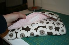 Baby Changing Kit TutorialThis is a fun and easy project, and really great for a baby gift! Its great for sewing beginners, and probably takes around an hour tops, maybe even less for all you exper…