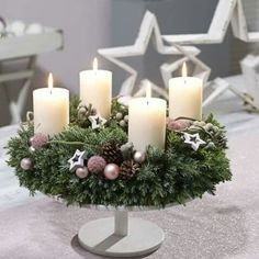 PRAXIS Floristikideen für den Berufsalltag zu Advent und Weihnachten Couronne de l Christmas Advent Wreath, Christmas Gift Decorations, Christmas Room, Christmas Candles, Christmas Centerpieces, Rustic Christmas, Holiday Decor, Advent Wreaths, Table Centerpieces