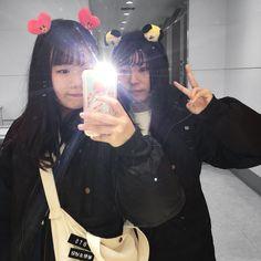 Korean Couple, Korean Girl, Asian Girl, Kpop Concert Outfit, Bts Concert, Army Tumblr, Army Pics, Korean Accessories, Korean Best Friends