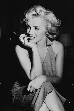 Marilyn Monroe Vintage Photos - Marilyn Monroe Birthday - Elle #marilyn #marilynmonroe