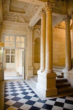 Hôtel de Beauvais ~ 68, Rue François Miron ~ Paris