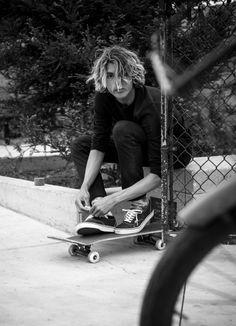 Curren Caples, handsome skater, his favourite hobby. Skate Boy, Skate Surf, Spitfire Skate, Basic Fashion, Fashion Men, Skate Photos, Surfer Boys, Hot Surfer Guys, Beard Styles For Men