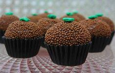 After Eight, uma deliciosa combinação entre chocolate amargo e o exótico sabor de menta! O chocolate é composto de finas lâminas quadradas de chocolate recheadas com um creme de menta e embalado em…