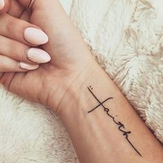 81 Small Meaningful Tattoos for Women Permanent and Temporary Tattoo Designs 81 petits tatouages significatifs pour les femmes Popular Tattoos, Trendy Tattoos, Mini Tattoos, New Tattoos, Tatoos, Ladies Tattoos, Ladies Back Tattoo, Tattoos About Love, Tattoos On Ribs