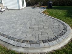 Paver patio:Cambridge 3 pc. Ledgestone in onyx/natural with Techo Villagio inlay in onyx and Cambridge Roundtable border in onyx/natural.