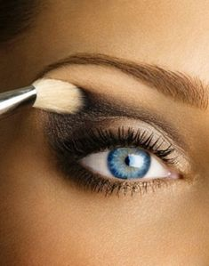 Gray, black, tan, and a little bit of light gold makes for a perfect light smoky eye look
