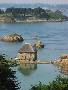 Island of Bréhat, Côtes d'Armor, Brittany - France - One of my favorite places in the world! No cars allowed on the island. Wonderful Places, Beautiful Places, Beautiful Islands, Places Around The World, Around The Worlds, Region Bretagne, Brittany France, French Countryside, France Travel