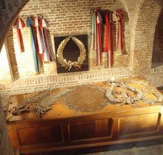 Op 18 maart 1677 werd de gesneuvelde admiraal begraven onder de plaats van het vroegere altaar in de Nederlands Hervormde Nieuwe Kerk in Amsterdam. De Amsterdamse hoogleraar Petrus Francius droeg bij die gelegenheid een Latijns afscheidsgedicht van bijna duizend hexameters voor. Het in 1681 voltooide praalgraf, ontworpen en gemaakt door de Haagse beeldhouwer Rombout Verhulst, is te bezichtigen in de Nieuwe Kerk.